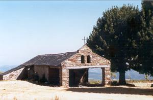 La ermita de Fombasallá se encuentra situada en los montes de Paradaseca