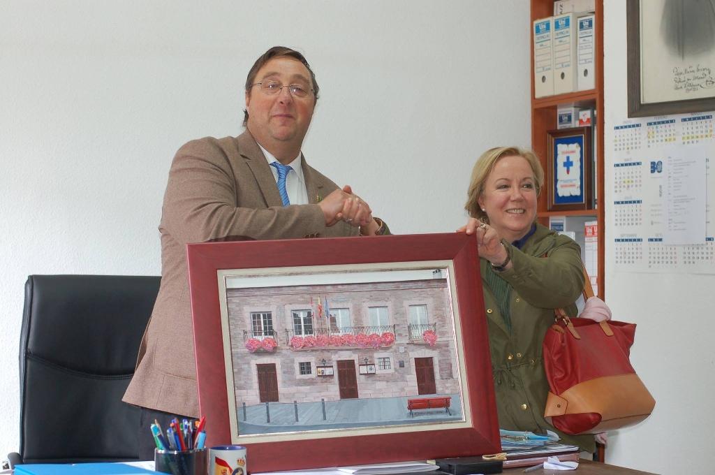 Foto de Donación de un cuadro al ayuntamiento