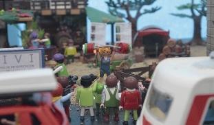 Foto de Lydia Valentín y Basurco convertidos en Playmobil en una recreación del Camino de Santiago que se muestra en Villafranca del Bierzo
