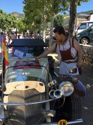 Foto de Astures, romanos y coches clásicos desfilan por Villafranca