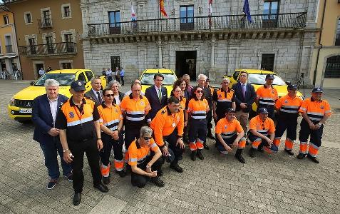 Foto de El consejero de Fomento entrega un vehículo a la agrupación de Protección Civil de Villafranca del Bierzo