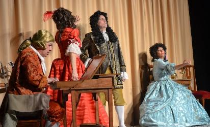 """Foto de """"El juego de Versalles"""" celebra el carnaval en el teatro Gil y Carrasco de Villafranca"""