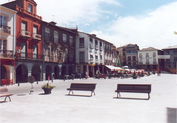 http://www.villafrancadelbierzo.org/plazamayorimages/foto2_jpg.jpg